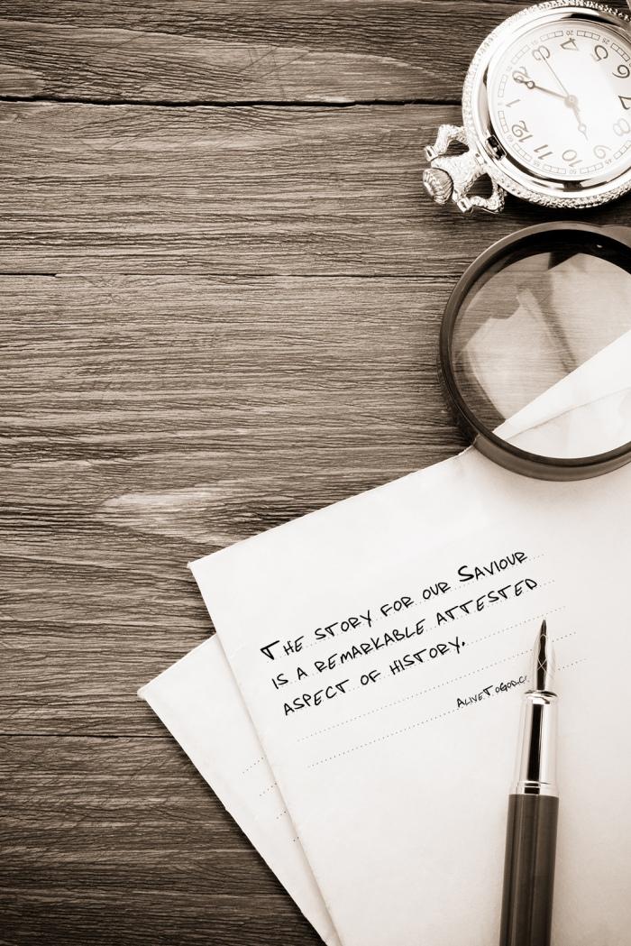 ink pen and old postal envelope on wood background